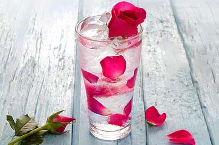 با گلاب پوستی شاداب داشته باشید